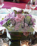 Purple Vand and pink rose table arr